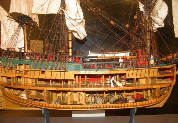 La stiva e la cambusa di un vascello: storia e curiosità